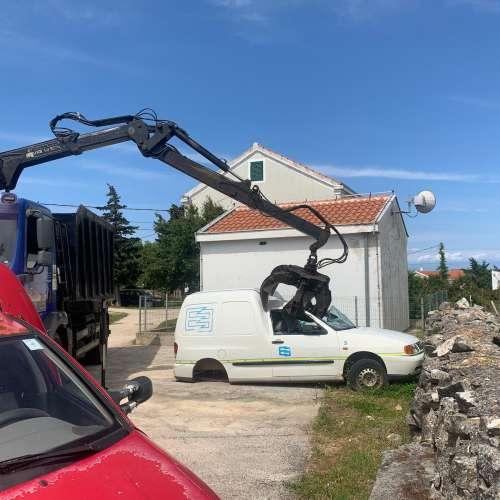 S otoka Premude uklonjeno pet otpadnih vozila